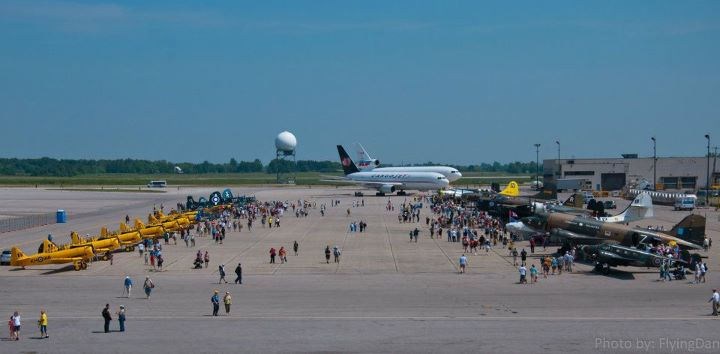 Crowds at the 2011 Hamilton Air Show